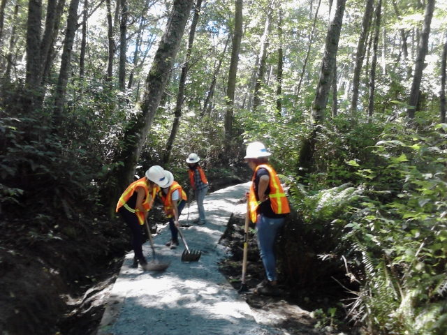 New Start students restoring trail